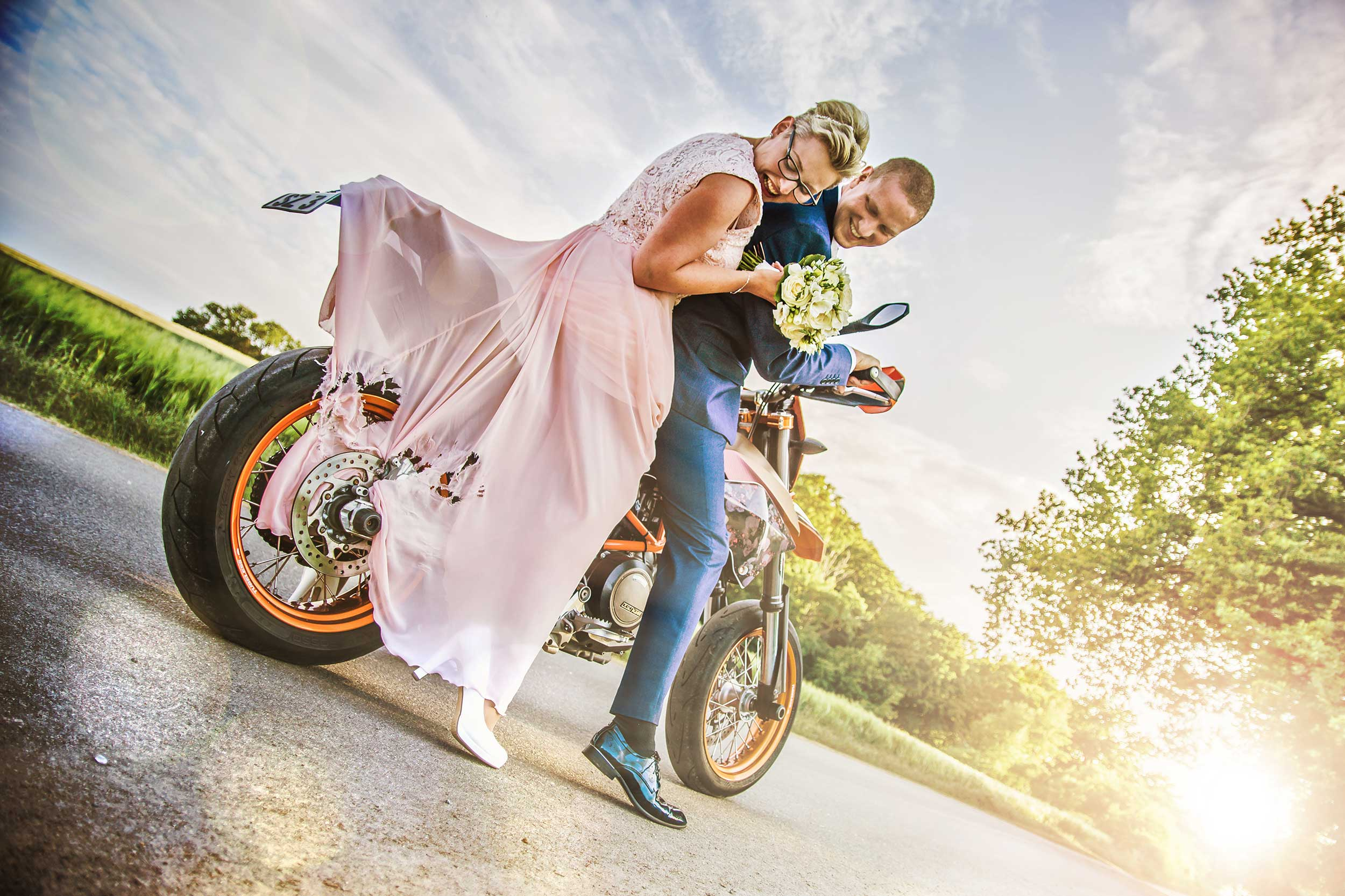 Hochzeitsfoto Motorrad Bremse Kleid