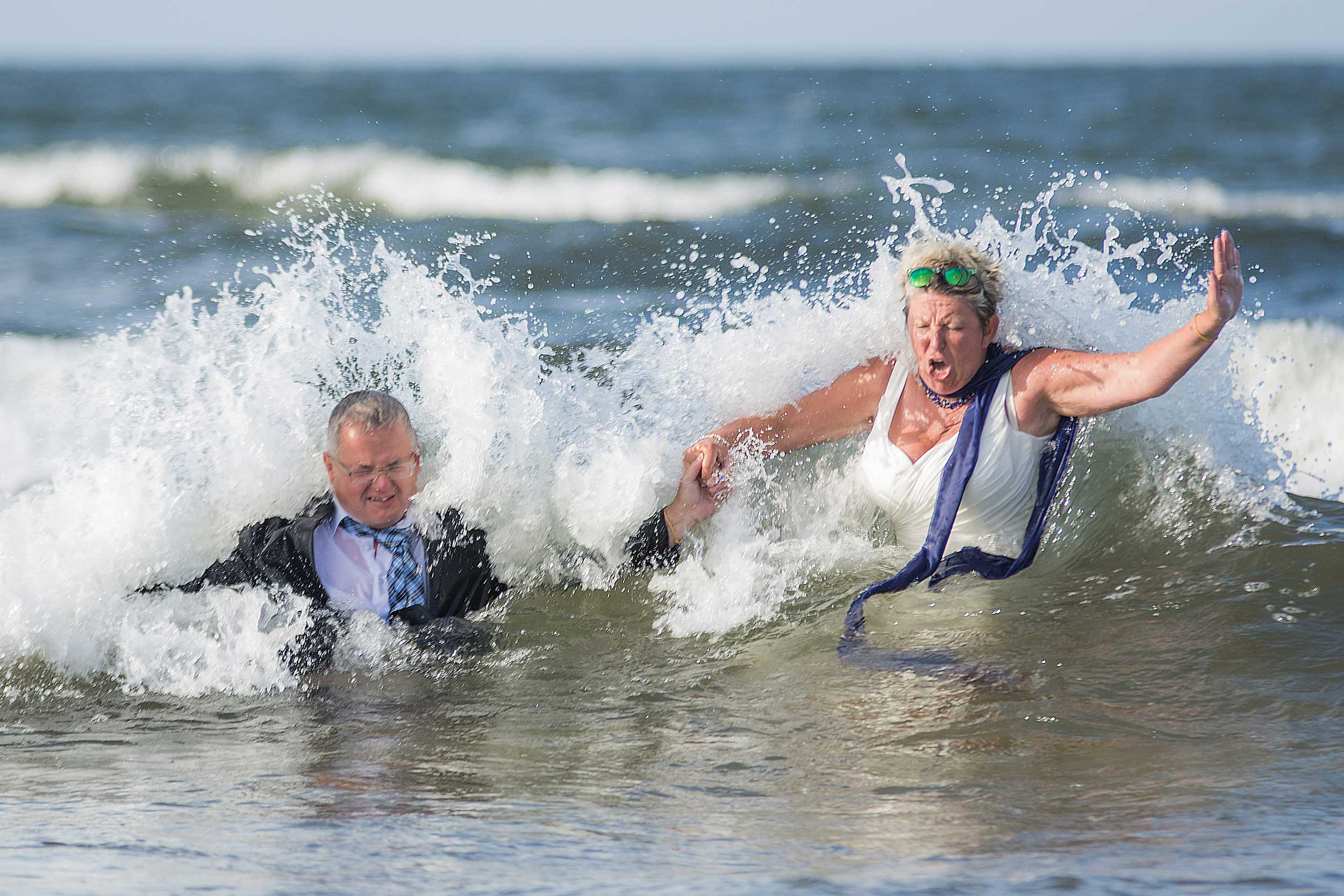 Hochzeitsfoto Crash the Dress Wasser Usedom