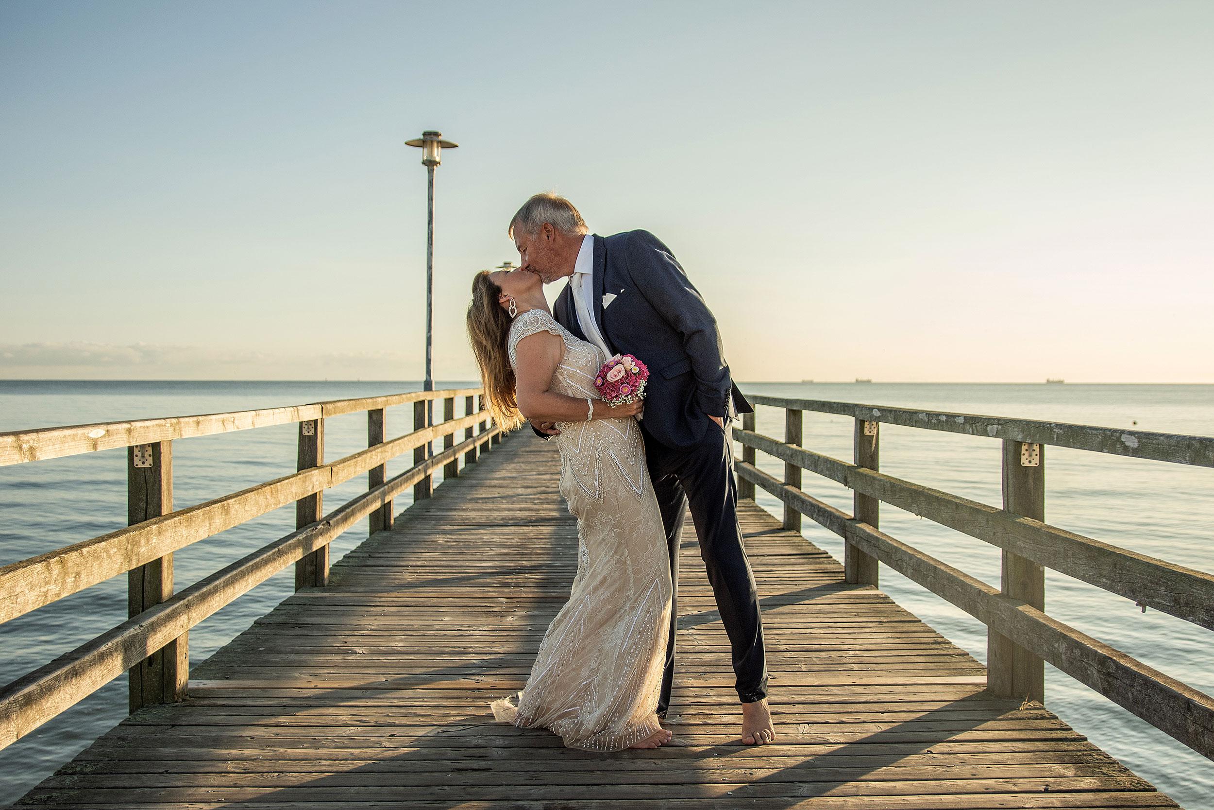 Hochzeitsfoto Seebrücke Ahlbeck Kuss