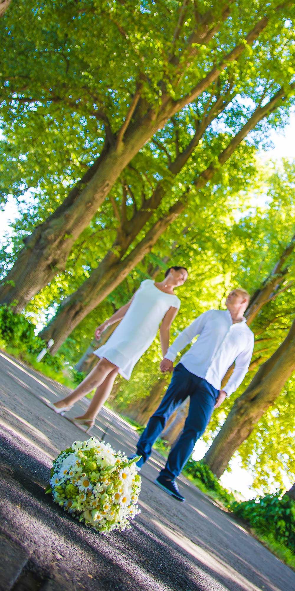 Hochzeitsfoto Straße Strauß Vordergrund