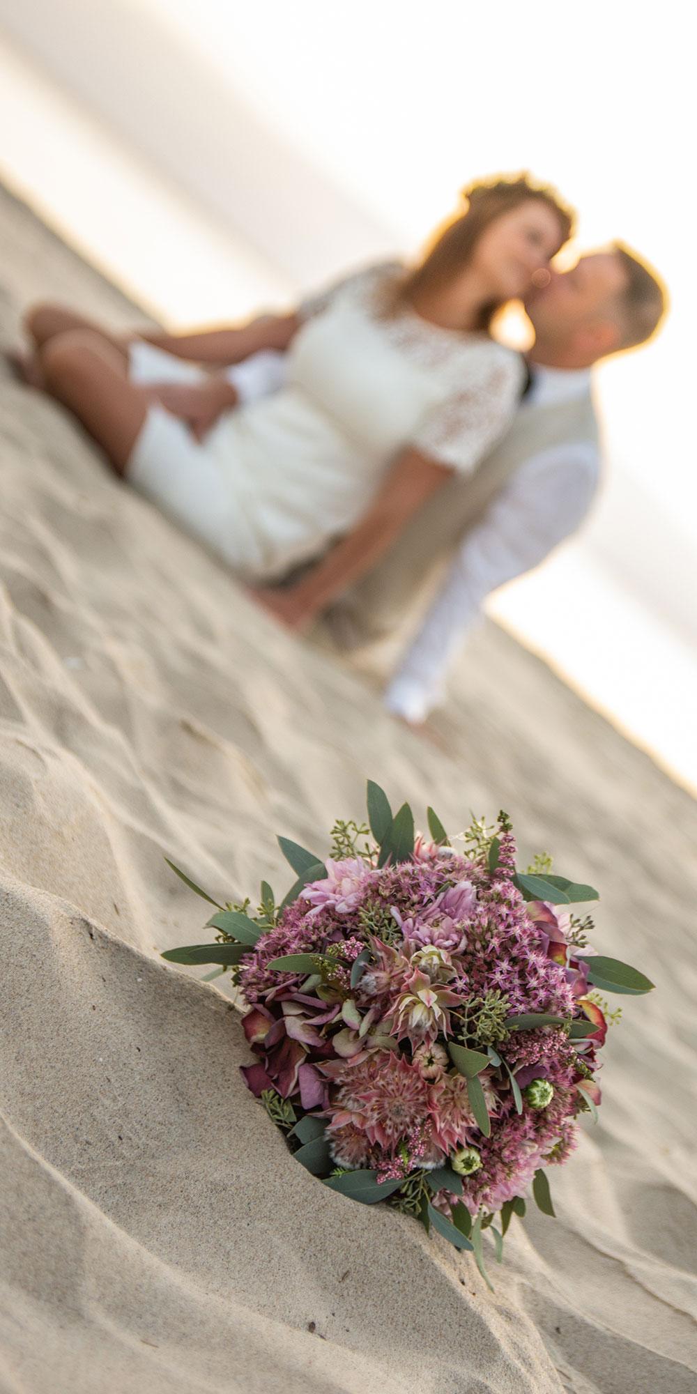 Hochzeitsfoto Strauß Vordergrund unschärfe