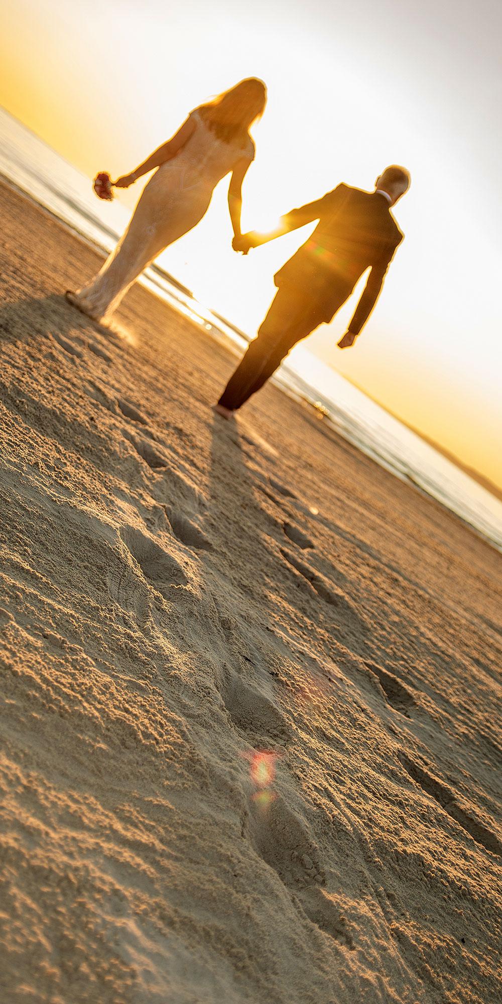 Hochzeitsfoto Strand morgens Sonnenstrahlen