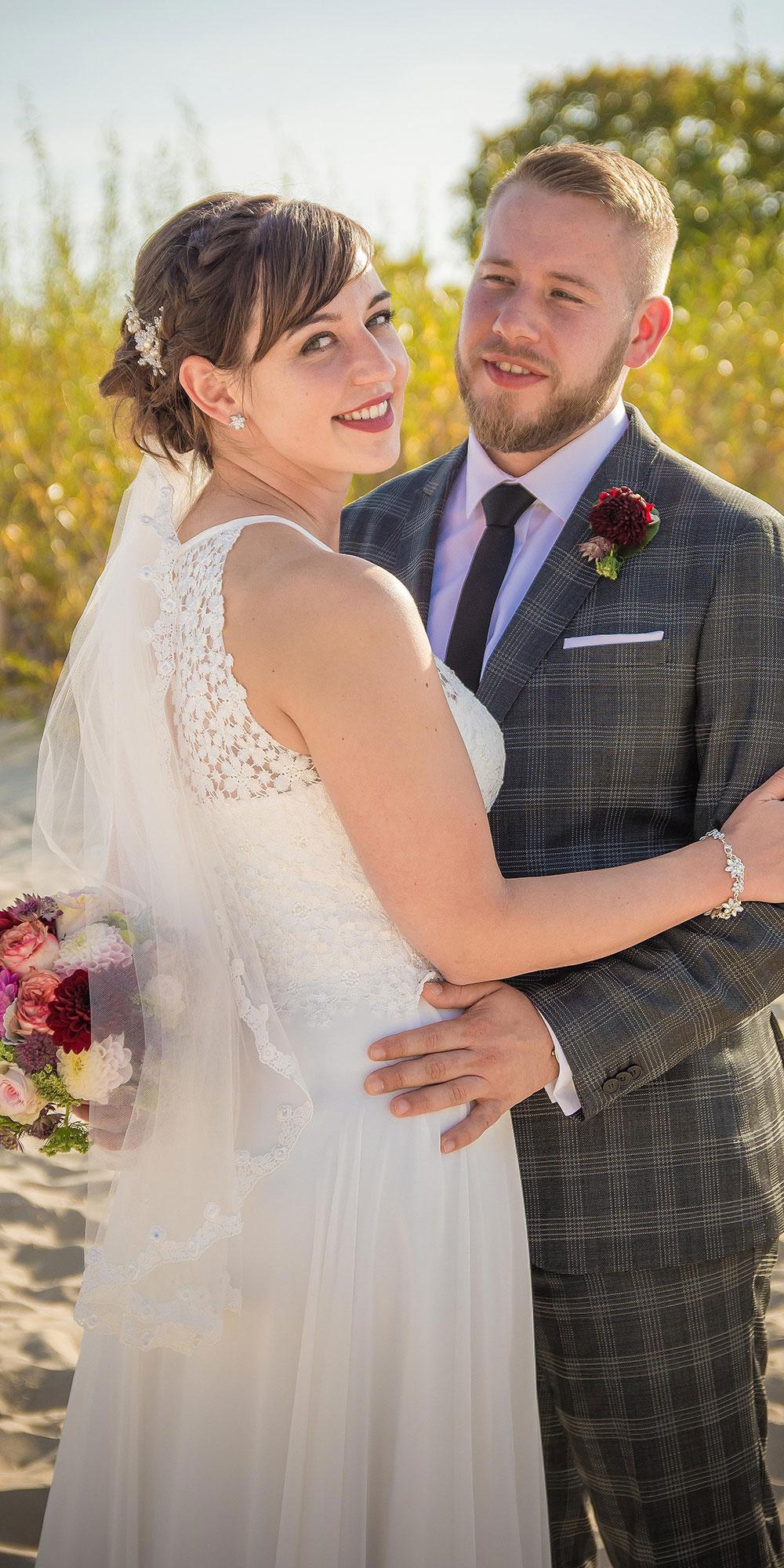 Hochzeitsfoto Brautpaar Blick in die Kamera