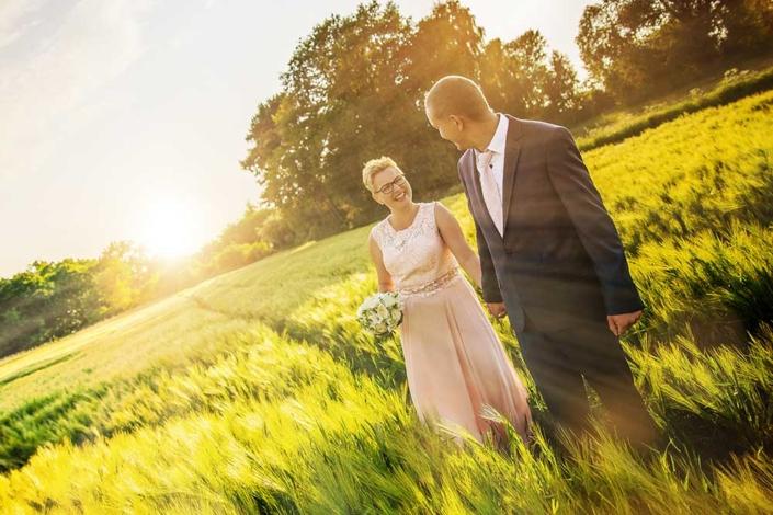 Hochzeitsfoto Feld Sonnenuntergang