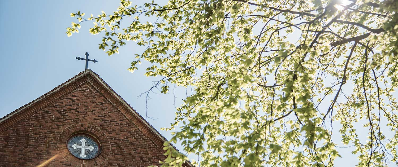 Evangelische Kirche Seebad Heringsdorf Freut im Gegenlicht