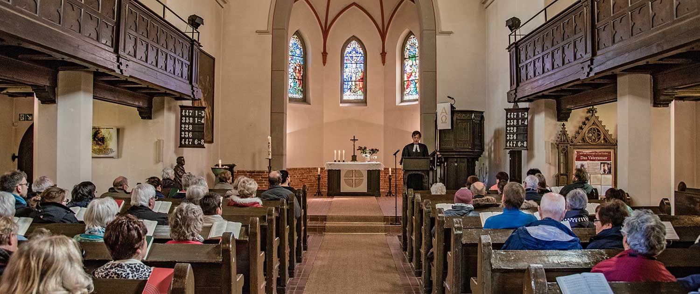 Evangelische Kirche Seebad Heringsdorf Innenaufnahme Gottesdienst