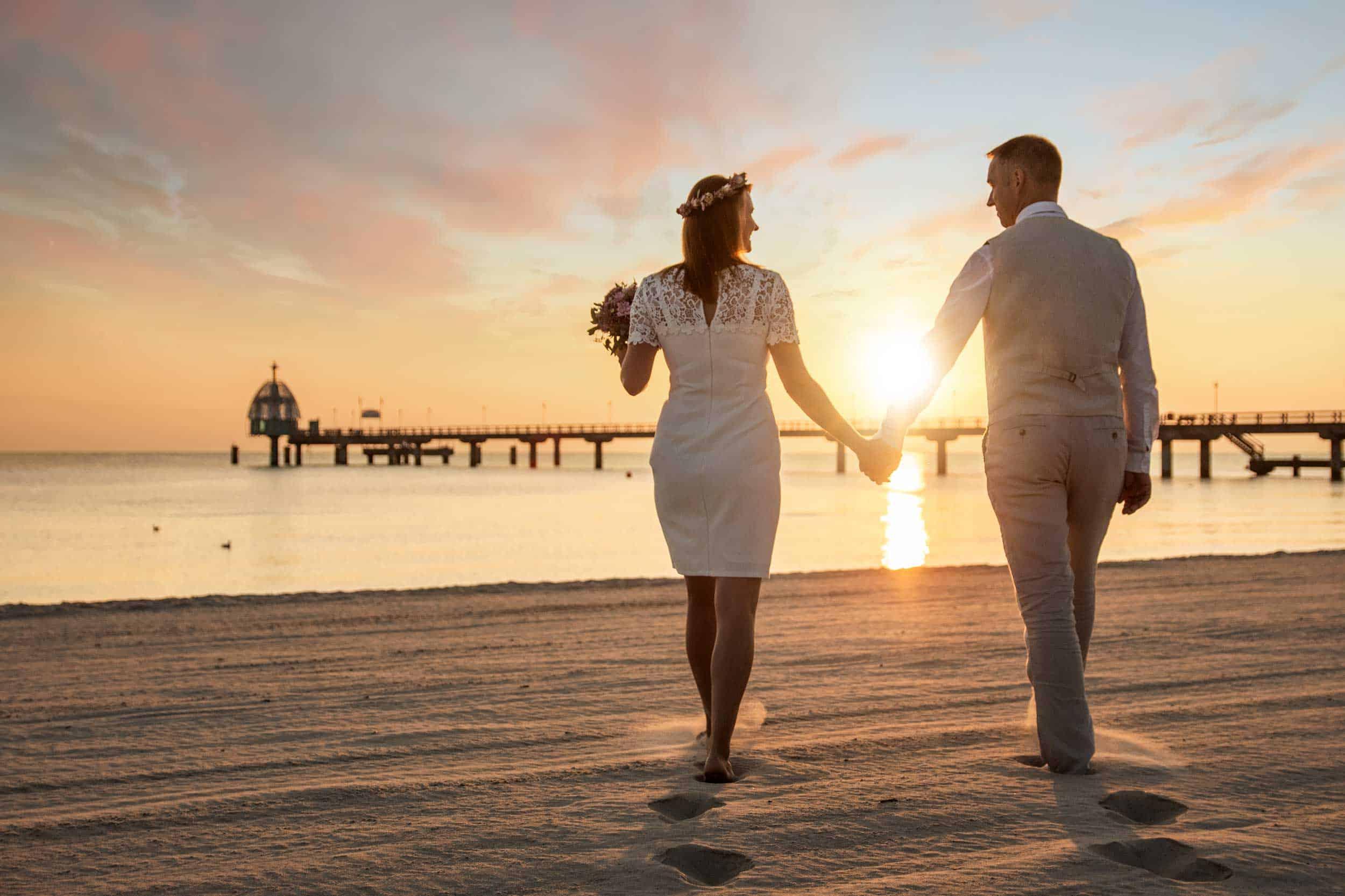 Brautpaar Sonnenaufgang am Strand