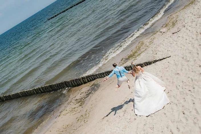 Bräutigam springt vor Freude